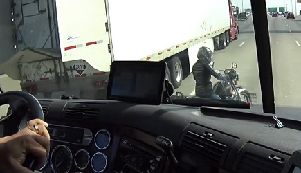 Trucker Helps Motorcyclist In Need