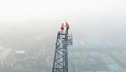 Couple Climbs The Highest Construction Site In China (640M)