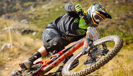 Red Bull Hardline 2016 - Extreme Downhill Mountain Bike Racing