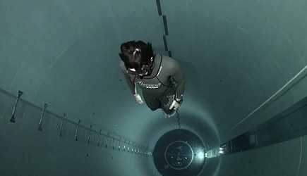 Guillaume Néry Y40 Jump - Deepest Pool In The World