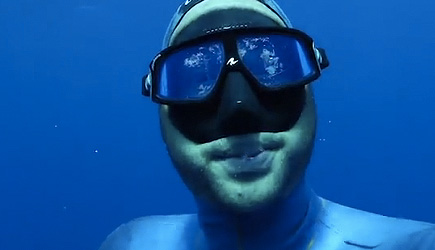 Under Water Photobomb